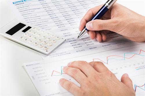Beim Policendarlehen dient der Rückkaufswert der Versicherungen (i.d.R. Lebens- oder Rentenversicherung) als Kredit-Sicherheit. Dies ermöglicht in der Regel einen niedrigere Zinsen.